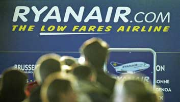 Ryanair to charge £10 to apologise